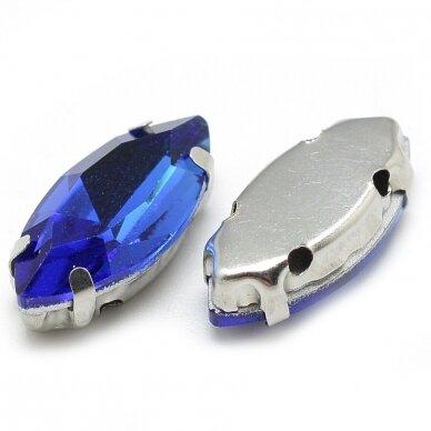 pja4m03-pai-07x15- apie 7 x 15 mm, 4 skylių, metalo spalva metalinis pagrindas, pailga forma, karališko mėlynumo spalva, prisiuvama juvelyrinė akutė, 6 vnt. 2