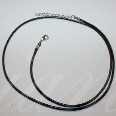 pkit0316 apie 1.5 x 750 mm, juoda spalva, medžiaginė virvutė, suspaustas užsegimas, metalo spalva, 1 vnt.