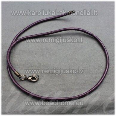 pkit0223 apie 3 x 830 mm, tamsi, violetinė spalva, odinė virvutė su užsegimu, 1 vnt.