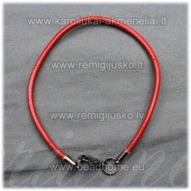 pkit0226 apie 3 x 240 mm, raudona spalva, odinė virvutė, užsegimas, metalo spalva, 1 vnt.