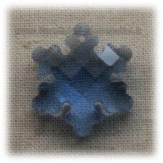 SWP0008-SNAI-20x18x7 apie 20 x 18 x 7 mm, snaigės forma, briaunuotas, skaidrus, šviesi, mėlyna spalva, pakabukas, 1 vnt.